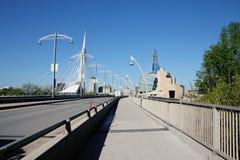 Pont de Provencher et musée des droits de l'homme photographie stock