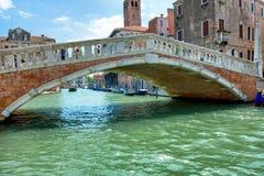 Pont de Rialto sur Grand Canal Images stock