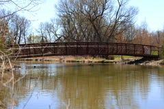 Pont de rivière images libres de droits