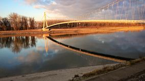 Pont de rivière image stock