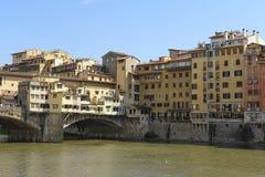 Pont de rivière d'AMO à Florence Images stock