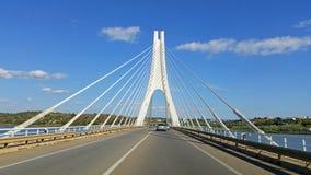 Pont de rivière d'Arade chez Portimao, Algarve Portugal Photos libres de droits
