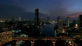 Pont de Saphan Taksin à Bangkok thailand banque de vidéos