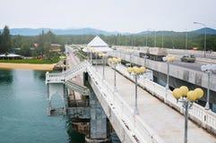 Pont de Sarasin, lien entre la terre principale de la Thaïlande et île de Phuket Photographie stock