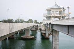 Pont de Sarasin, lien entre la terre principale de la Thaïlande et île de Phuket Photographie stock libre de droits
