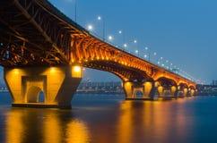 Pont de Seongsu la nuit Séoul, Corée Image stock