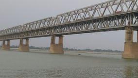 Pont de Simaria en Bihar et rivière de gangas Photographie stock