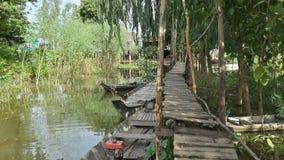 Pont de singe au Cham Vilage Photos stock