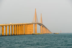 Pont de Skyway de soleil - Tampa Bay, la Floride Photographie stock libre de droits