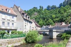 Pont de Terrade sobre el río la Creuse, Aubusson, la Creuse, Limousi Imagenes de archivo