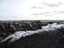 Pont de terre entre les plaques tectoniques l'islande Images stock