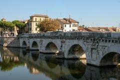 Pont de Tiberius Mouettes sur le pont photographie stock