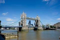 Pont de tour en été, Londres, Angleterre Photographie stock libre de droits