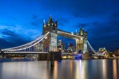 Pont de tour le soir, Londres, Angleterre Photos stock