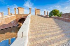 Pont de Trepponti dans Comacchio, Ferrare, Italie Photographie stock libre de droits