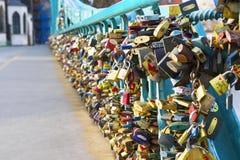 Pont de Tumski dans des amants de Wroclaw Photos stock
