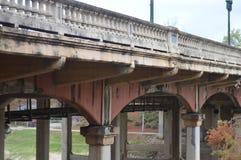Pont de ville au-dessus de bayou Photos libres de droits