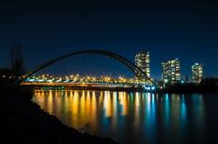 Pont de voûte de baie de Humber la nuit Images stock
