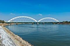 Pont de Zezelj au-dessus de Danube à Novi Sad image libre de droits