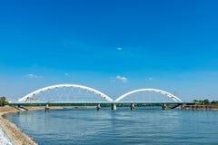 Pont de Zezelj au-dessus de Danube à Novi Sad photos libres de droits