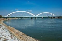 Pont de Zezelj au-dessus de Danube à Novi Sad photo stock
