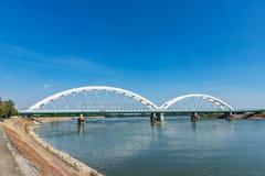 Pont de Zezelj au-dessus de Danube à Novi Sad image stock