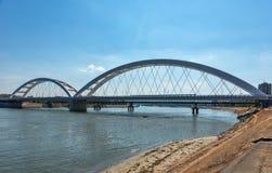 Pont de Zezelj au-dessus de Danube à Novi Sad photographie stock libre de droits