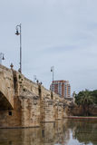 Pont del Real, puente viejo en el río de Turia, Valencia, España Fotografía de archivo