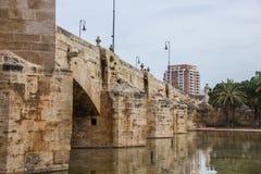 Pont del Real, puente viejo en el río de Turia, Valencia, España Foto de archivo libre de regalías