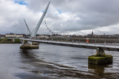 Pont Derry Northern Ireland de paix Photos stock