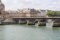Pont des Arts μέσω του Σηκουάνα Γέφυρα των τεχνών Στοκ εικόνα με δικαίωμα ελεύθερης χρήσης