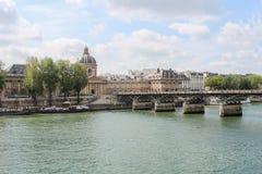 Pont des Arts μέσω του Σηκουάνα Γέφυρα των τεχνών Στοκ Φωτογραφία