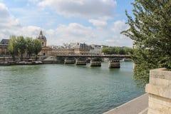 Pont des Arts μέσω του Σηκουάνα Γέφυρα των τεχνών Στοκ φωτογραφία με δικαίωμα ελεύθερης χρήσης
