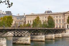 Pont des Arts μέσω του Σηκουάνα Στοκ φωτογραφία με δικαίωμα ελεύθερης χρήσης