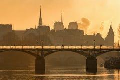 Pont des Arts avec Ile de la cité Sunrise image stock