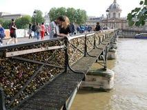 Pont des Arts, bevor Vorhängeschlösser entfernt werden Stockfotos