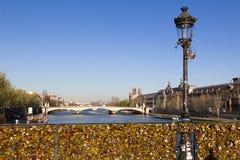 Pont des Arts en de Toren van Eiffel Stock Afbeelding