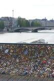 Pont des Arts, het Slot van de hangslotenliefde, Parijs royalty-vrije stock fotografie