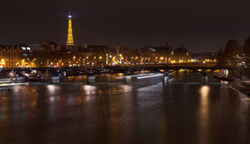 Pont des Arts i Paris på natten Fotografering för Bildbyråer