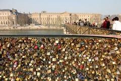 Pont des Arts (igualmente conhecido como artes do DES de Passarelle) Fotos de Stock Royalty Free