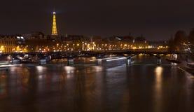 Pont des Arts in Parijs bij nacht Stock Afbeelding