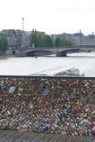 Pont des Arts, serrure d'amour de cadenas, Paris Photographie stock libre de droits