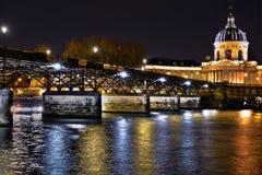 Pont des Arts vid natt Fotografering för Bildbyråer