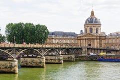 Pont des Arts y Institut de France París Fotos de archivo
