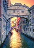 Pont des soupirs au palais du ` s de doge, à Venise Photos libres de droits
