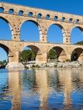 Pont du加尔省反射了 库存图片