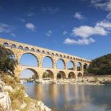 Pont du加尔省罗马Aquaduct朗戈多克・鲁西荣法国 库存照片