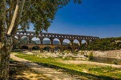 pont du加尔省,南法国,gardon河好的射击  免版税库存照片
