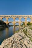 Pont du加尔省,古老罗马桥梁在普罗旺斯,法国 免版税库存图片