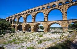 Pont du加尔省,罗马渡槽的零件在尼姆,南法国附近的南法国 库存图片